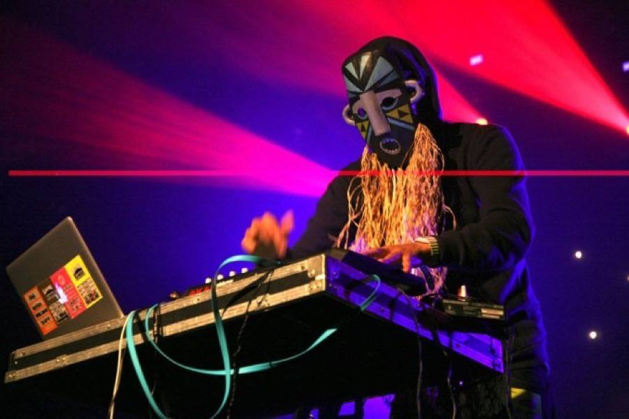 """SBTRKT con D.R.A.M. e Mabel. In streaming """"I Feel Your Pain ..."""