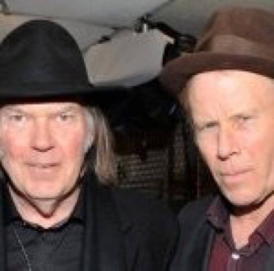 Tom Waits introdotto da Neil Young alla Rock N Roll Hall Of Fame
