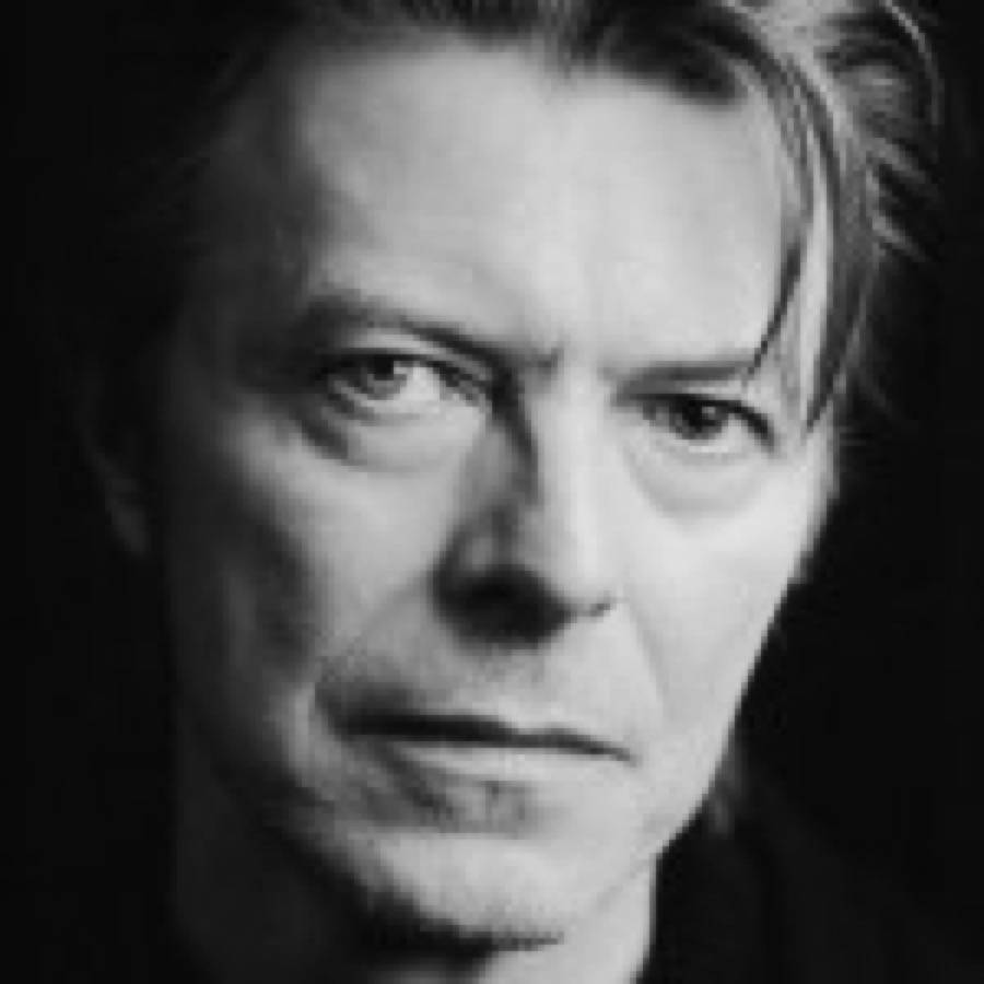"David Bowie torna al lavoro su una versione teatrale di ""The Man Who Fell to Earth"""