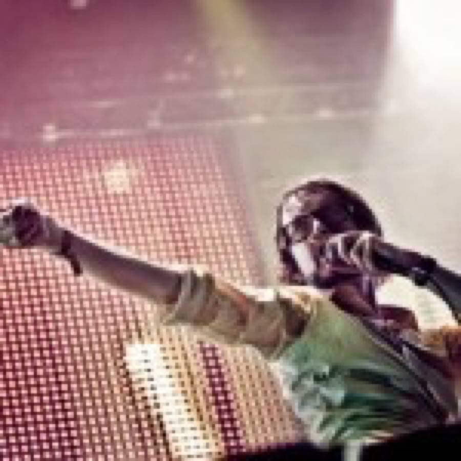 """Jarvis Cocker (Pulp) esegue dal vivo quattro cover del cantautore Scott Walker al """"BBC Proms"""""""