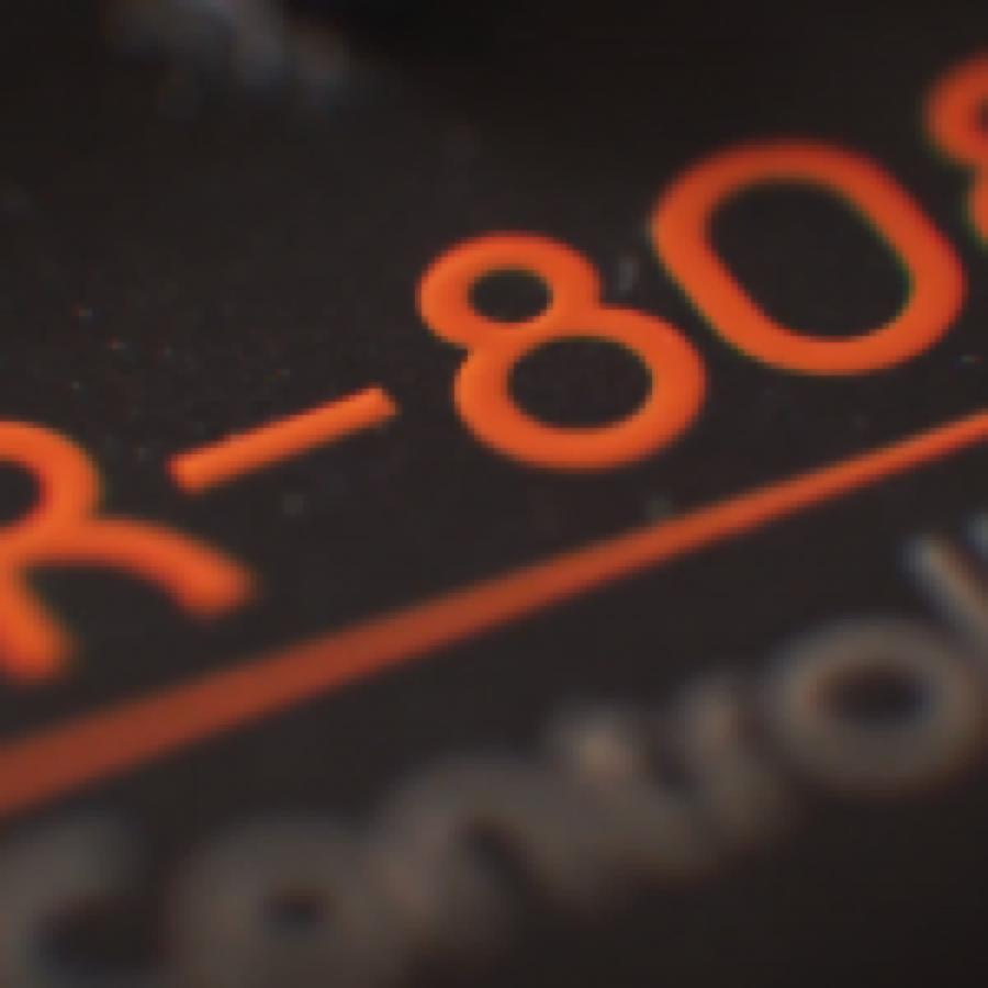 """Roland """"blinda"""" il design di TB-303 e TB-808"""