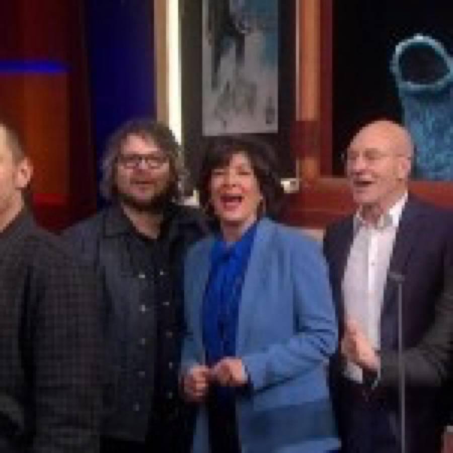 Michael Stipe, Jeff Tweedy, Cyndi Lauper, Bill Clinton e altri nel video di addio di The Colbert Report