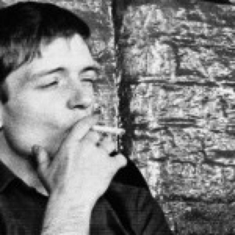 Peter Hook mette all'asta i suoi ricordi dei Joy Division. Spunta un'inedita foto natalizia con Ian Curtis