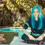 Grimes presenta un nuovo brano in uno spot della Apple