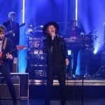 "Beck, ospite di Jimmy Fallon, esegue la sua ""Up All Night"""