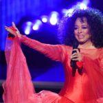Tutti ai piedi di Diana Ross nello show dei Grammy in cui ripercorre le sue hit